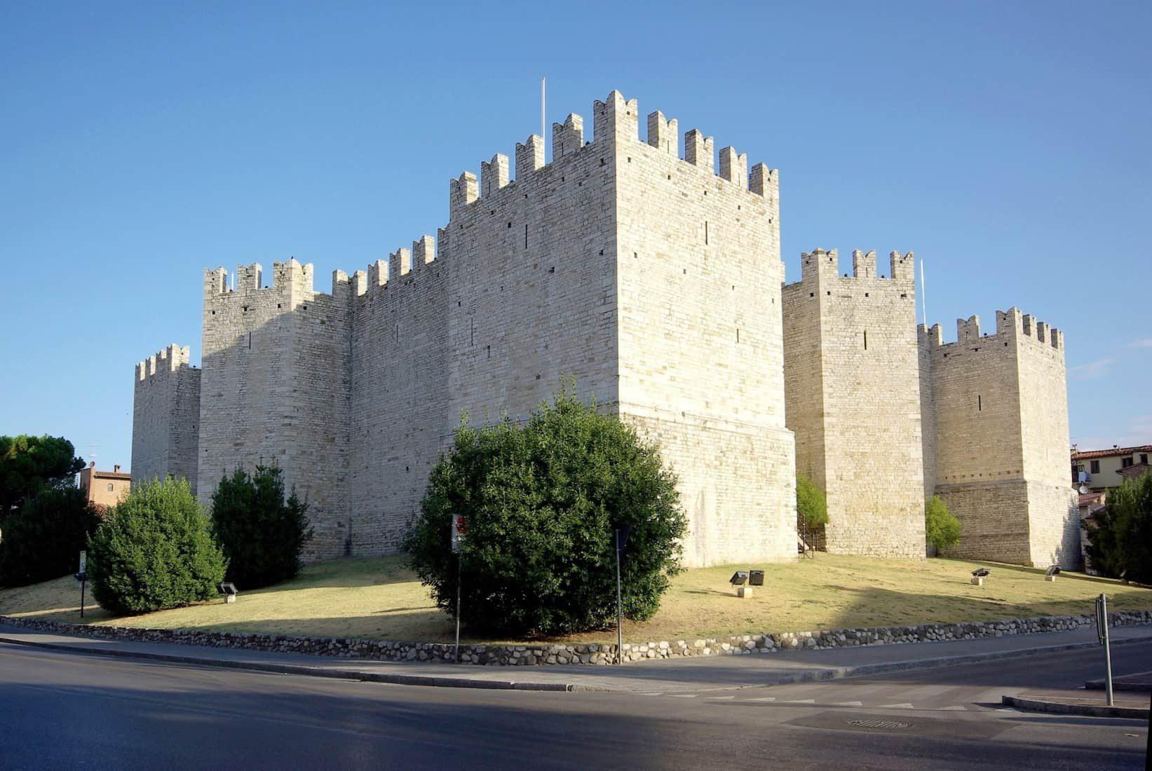 Il castello di federico ii di svevia a prato toscana for Piani scozzesi della casa del castello dell altopiano