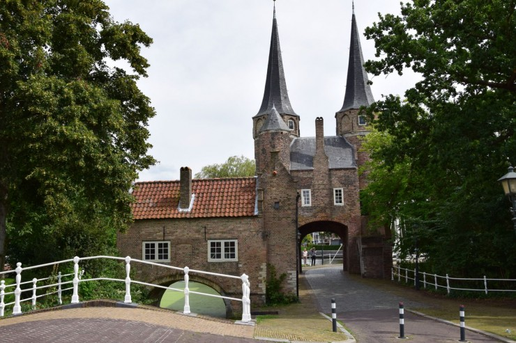 Oostpoort er en byport fra cirka år 1400. Foto: © ReisDit.no
