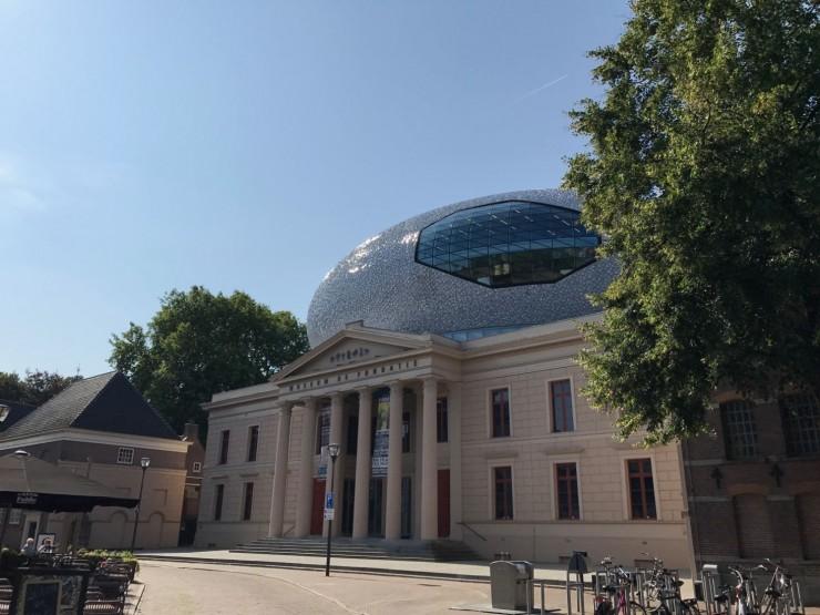 Museum de Fundatie med den karakteristiske glassboblen på taket var dessverre stengt. Foto: © ReisDit.no