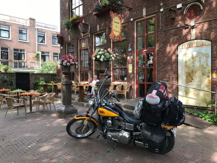 Endelig fremme. Hotel de Plataan ligger ved plassen Doelenplein og var et sentralt og meget hyggelig sted å bo. Foto: © ReisDit.no