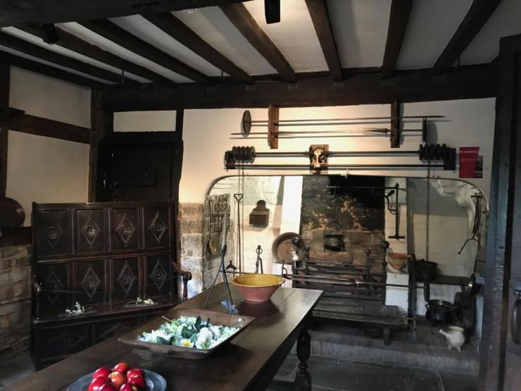 Et velutstyrt kjøkken anno 1610. Foto: © ReisDit.no