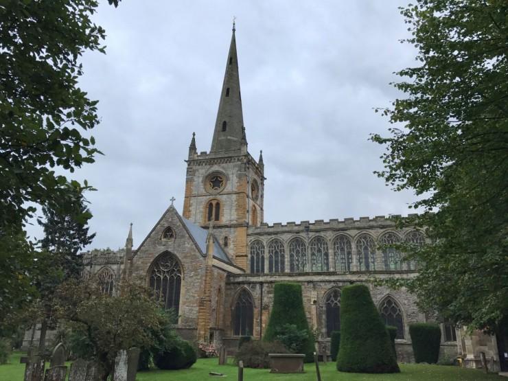 Holy Trinity Church som inneholder Shakespeares gravsted. Foto: © ReisDit.no
