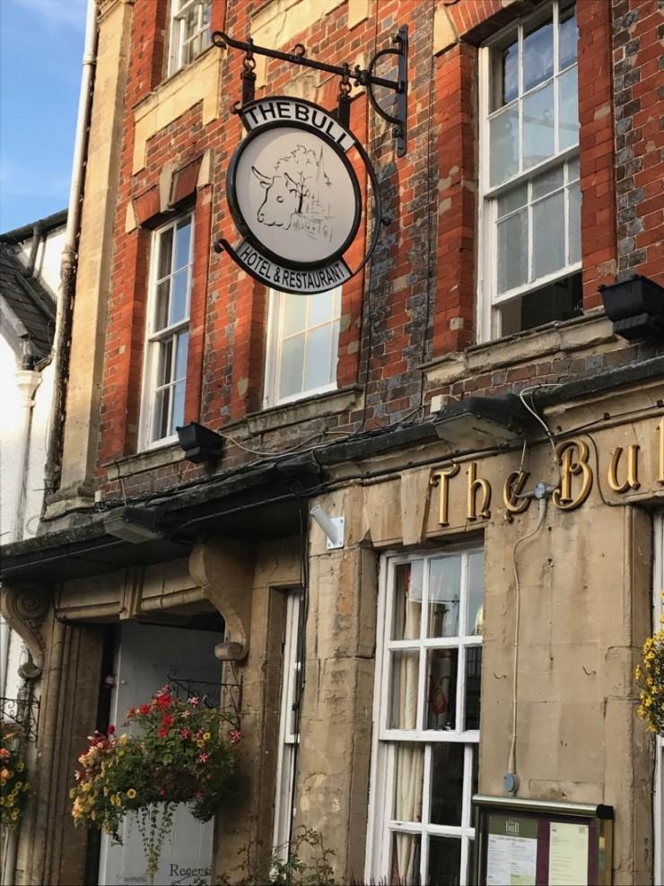 Eksempel på pub i Burford. Foto: © ReisDit.no