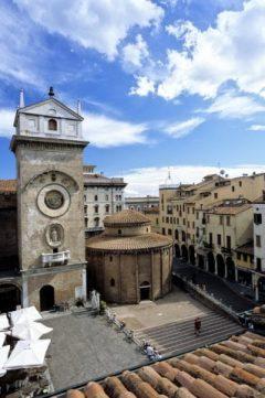 Rotunda di San Lorenzo, Piazza dell'Erbe, Mantova, Lombardia, Nord-Italia, Italia