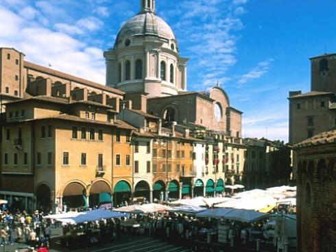 Piazza dell'Erbe, Mantova, Lombardia, Nord-Italia, Italia