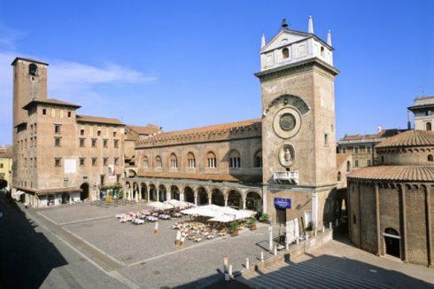 Palazzo del Podestà, Palazzo della Ragione, Rotunda di San Lorenzo, Piazza dell'Erbe, Mantova, Lombardia, Nord-Italia, Italia
