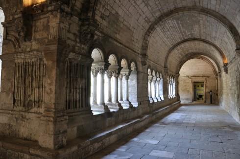 Korsgangen som tilhører Eglise St.-Tromphine, Arles, Provence, Sør-Frankrike, Frankrike