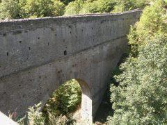 Kombinert viadukt og akvedukt, Aymavilles, Aosta, Valle d'Aosta, Nord-Italia, Italia