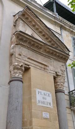 Arkitektonisk godbit på Place du Forum, Unesco, Verdensarv, Arles, Provence, Sør-Frankrike, Frankrike