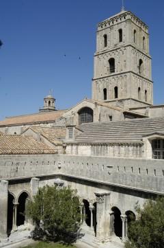 Klosterhagen med buegangen, som tilhører Eglise St.-Trophime, Unesco, Verdensarv, Arles, Provence, Sør-Frankrike, Frankrike