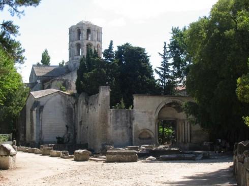 romansk kirke, Saint Honorat fra 1100-tallet, Les Alyscampes, Arles, Provence, Sør-Frankrike, Frankrike