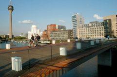 Fußgängerbrücke, MedienHafen, Düsseldorf, Nordrhein-Westfalen, Vest-Tyskland, Tyskland