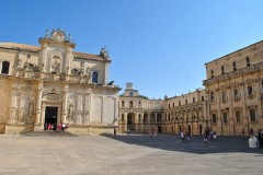 Piazza del Duomo med domkriken, bispepalasset og presteskolen, Lecce, Puglia, Sør-Italia, Italia