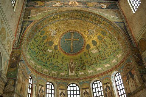 Hvelvet i apsiden er dekorert med mosaikker, Sant Apollinaris, Ravennas første biskop, Unesco, Ravenna, Emilia-Romagna, Nord-Italia, Italia