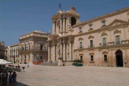 Piazza del Duomo, Ortigia, Siracusa, Sicilia, Italia