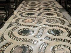 Gulvmosaikk med patina fra 11-1200-tallet i duomo, Terracina, Lazio, Midt-Italia, Italia