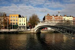 Ha'penny bridge on Liffey River, Dublin, Irland, Storbritannia
