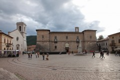 Piazza San Benedetto, Castellina, Vignolas paveborg fra 1554, Norcia, gamleby, middelalder, romansk, historisk, Umbria, Midt-Italia, Italia