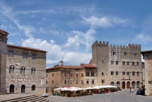 Massa Marittimas Piazza Garibaldi, Massa Marittima, gamleby, historisk, Toscana, Midt-Italia, Italia