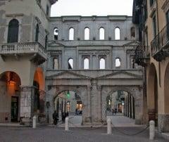 Verona, Porta Borsari, Arena, Piazza delle Erbe, Piazza Signori, Piazza Bra, Unescos liste over Verdensarven, romerriket, antikken, historiske bydeler, gamlebyen, Veneto, Nord-Italia, Italia