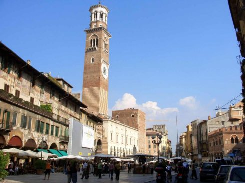 Verona, Torre dei Lamberti, Arena, Piazza delle Erbe, Piazza Signori, Piazza Bra, Unescos liste over Verdensarven, romerriket, antikken, historiske bydeler, gamlebyen, Veneto, Nord-Italia, Italia