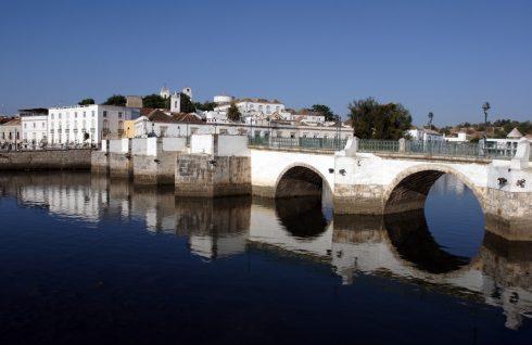 Romersk bro i Tavira, Algarvekysten, Sør-Portugal, Portugal