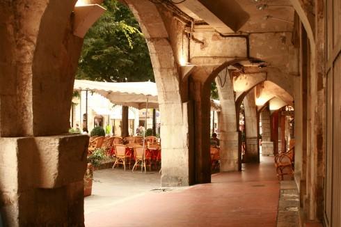 Place aux Aires à Grasse, Arcades, Provence, Sør-Frankrike