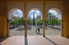 Cordoba, Patio de los Naranjos,katedral-moskéen La Mezquita, Guadalquivir, Al-Zahra, Unescos liste over Verdensarven, historisk bydel, gamleby, Andalucia, Spania