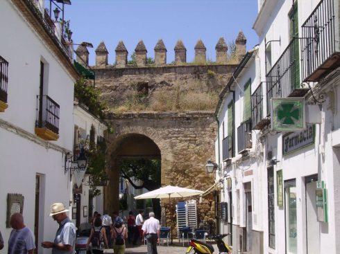 Cordoba, Puerta de Almodovar, katedral-moskéen La Mezquita, Alcazae Reyes Cristianos, Guadalquivir, Al-Zahra, Unescos liste over Verdensarven, historisk bydel, gamleby, Andalucia, Spania