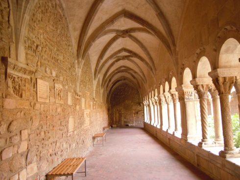 Elne, Pyrenee Atlantique, Katedral, klostergang, Viuex ville, gamlebyen, middelalder, Sør-Frankrike, Frankrike