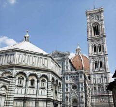 Dåpskapellet Battistero til venstre, Giottos campanile til høyre for Duomo, Firenze, renessanse, middelalder, Unescos liste over Verdensarven, historisk bydel, gamleby, Toscana, Midt-Italia, Italia