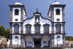 Nossa Senhora do Monte ligger høyt over byen Funchal , Madeira, Portugal