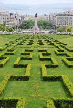 fra den storslåtte Parque Eduardo VII har du en fantastisk utsikt nedover Avenida de Liberdade, sentrum av Lisboa og elven Tejo