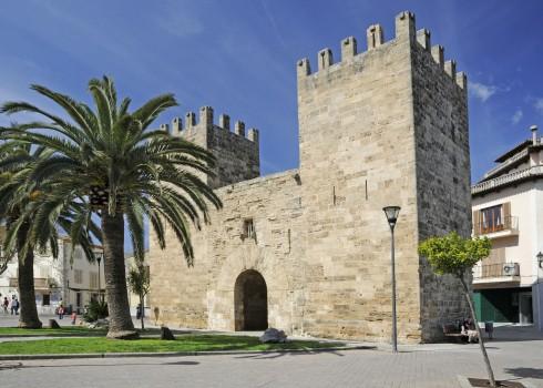 Alcudia, middelalder, gamleby, bymur, byport, Mallorca, Balearene, Spania
