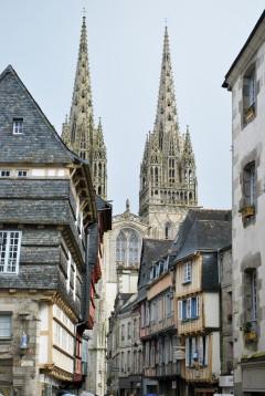 Cathédrale St.-Corentin, Quimper, Bretagne, Vieux Quimper, gamlebyen, historisk bysenter, bindingsverk, Vest-Frankrike, Frankrike
