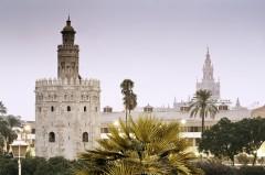 Torre de Oro, Sevilla, Catedral de Santa María de la Sede, Guadalquivir, Unescos liste over Verdensarven, historisk bydel, gamleby, Andalucia, Spania