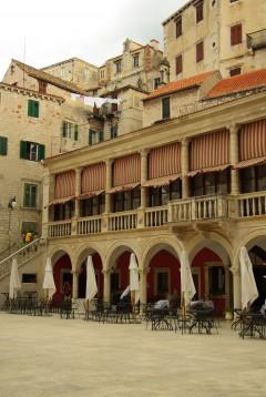 Rådhus, loggia, Sibenik, Adriaterhavet, gamlebyen, historisk bysenter, Unescos liste over Verdensarven, middelalder, renessanse, Zadarkysten og øyene, Kroatia