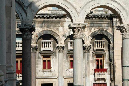 Split, Adriaterhavet, gamlebyen, historisk bysenter, keiserpalasset, Diokletian, Unescos liste over Verdensarven, romertid, middelalder, Makarskakysten, Split og øyene, Kroatia