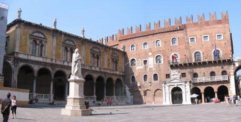 Piazza Dante, Verona, Arena, Unescos liste over Verdensarven, romerriket, antikken, historiske bydeler, gamlebyen, Veneto, Nord-Italia, Italia