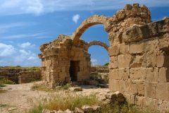 Kato Paphos er en borg fra begynnelsen av 1200-tallet kalt Saranta Kolones - førti søyler