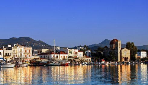 Aigina, fiskerlandsby på Aegina by i kveldssolen, Athenområdet, Hellas