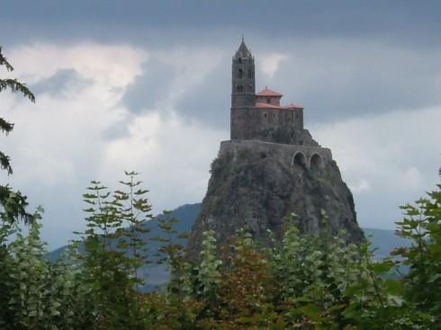 Le Puy en Velay, Chapelle St. Michel de Aiguihle, pilegrimsmål, romansk arkitektur, tidlig middelalder, tidlig kristendom, sort madonna, klosterhage, Unescos liste over Verdensarven, Massif Central, Sør-Frankrike