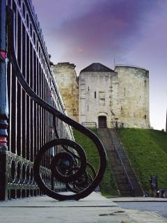 Clifford's Tower, York, Yorkshire, middelalder, katedral, The York Minster, vikinger, vikingtid, romere, romertid, Konstantin den Store, angelsaksere, England, Storbritannia