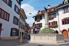Basel, Gemsbrunnen, Rhinen, romertid, middelalder, kulturseverdigheter, gamlebyen, marktplatz, Sveits