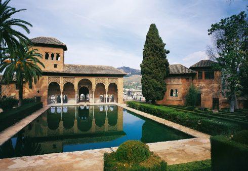 Granada, Palacio del Partal , Alhambra, Generalife, Barrio del Albaicín, Bib-Rambla, Plaza Nueva, Capilla Real, Santa Ana, San Nicholas, San Miguel de Bajo, Unescos liste over Verdensarven, Andalucia, Spania
