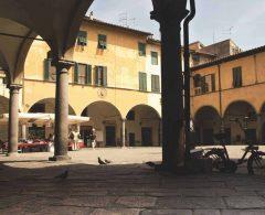 Piazza delle Vettovaglie, Pisa, pisansk romansk, arkitektur, middelalder, renessanse, Arno, Campo dei Miracoli, katedral, baptisteria, kampanile, Unescos liste over Verdensarven, historisk bydel, museer, gamleby, Toscana, Midt-Italia, Italia