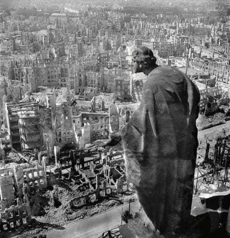 Richard Peter Dresden i Tyskland etter alliertes bomberaid i 1945. Foto: © SLUB Dresden / Deutsche Fotothek / Richard Peter, sen.