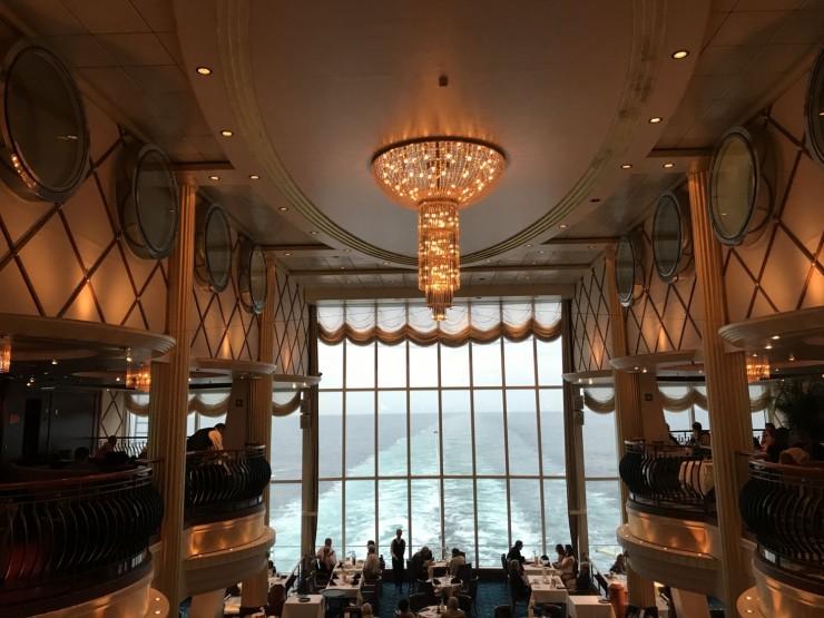 Utsikten akter i Color fantasy er utrolig flott - her ligger også restauranten Oceanic. Foto: © ReisDit.no