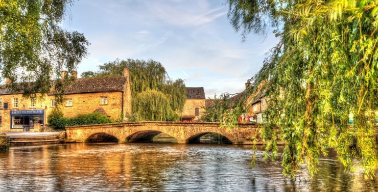 Så flott kan Burton-on-the-Water ta seg ut. Foto: © Cotswold.com