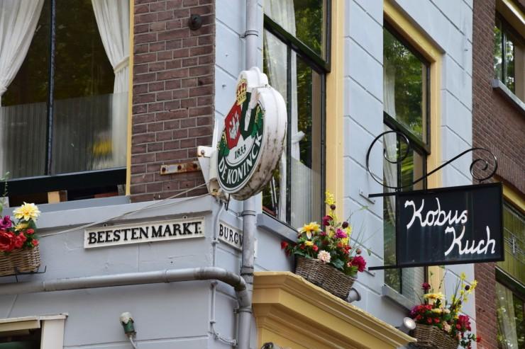Fra Beestenmarkt, en av Delfts populære møteplasser. Foto: © ReisDit.no